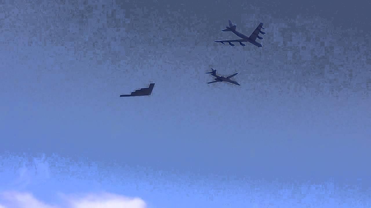 Bộ ba oanh tạc cơ chiến lược Mỹ bay... cổ vũ trận bóng bầu dục Ảnh 9