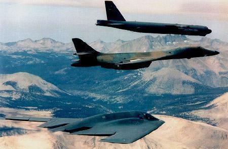 Bộ ba oanh tạc cơ chiến lược Mỹ bay... cổ vũ trận bóng bầu dục Ảnh 12