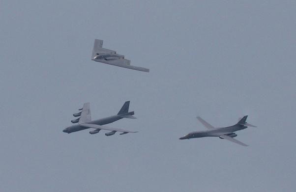 Bộ ba oanh tạc cơ chiến lược Mỹ bay... cổ vũ trận bóng bầu dục Ảnh 10