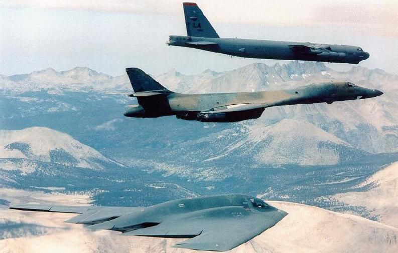Bộ ba oanh tạc cơ chiến lược Mỹ bay... cổ vũ trận bóng bầu dục Ảnh 4