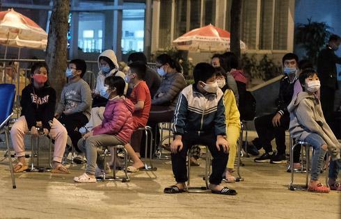 Sáng mùng 3 Tết, 109 người còn lại ở khu cách ly Trường Tiểu học Xuân Phương sẽ được về nhà Ảnh 1