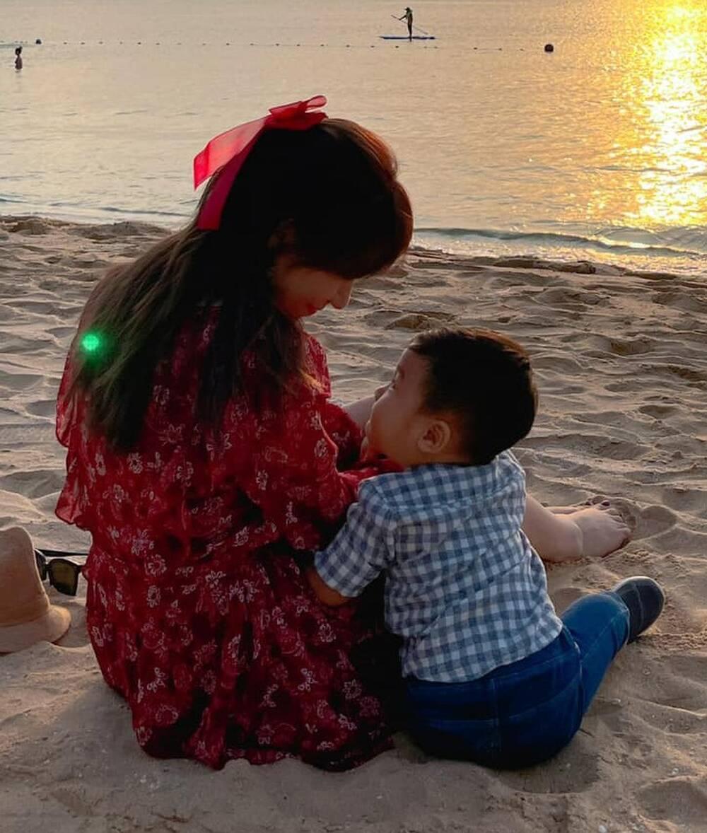 Vừa mới công khai con trai, Hòa Minzy 'chơi lớn' mừng tuổi con gái Bùi Tiến Dũng 10 triệu đồng Ảnh 4
