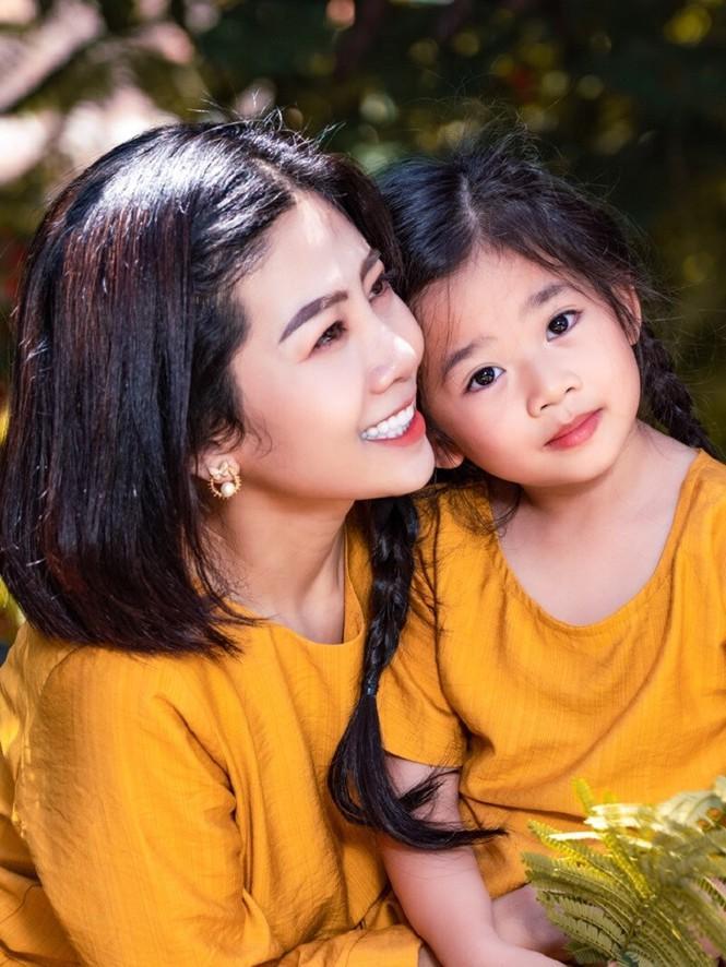 Cảm động với hình ảnh mới nhất của con gái cố diễn viên Mai Phương: Tràn đầy hạnh phúc Ảnh 1