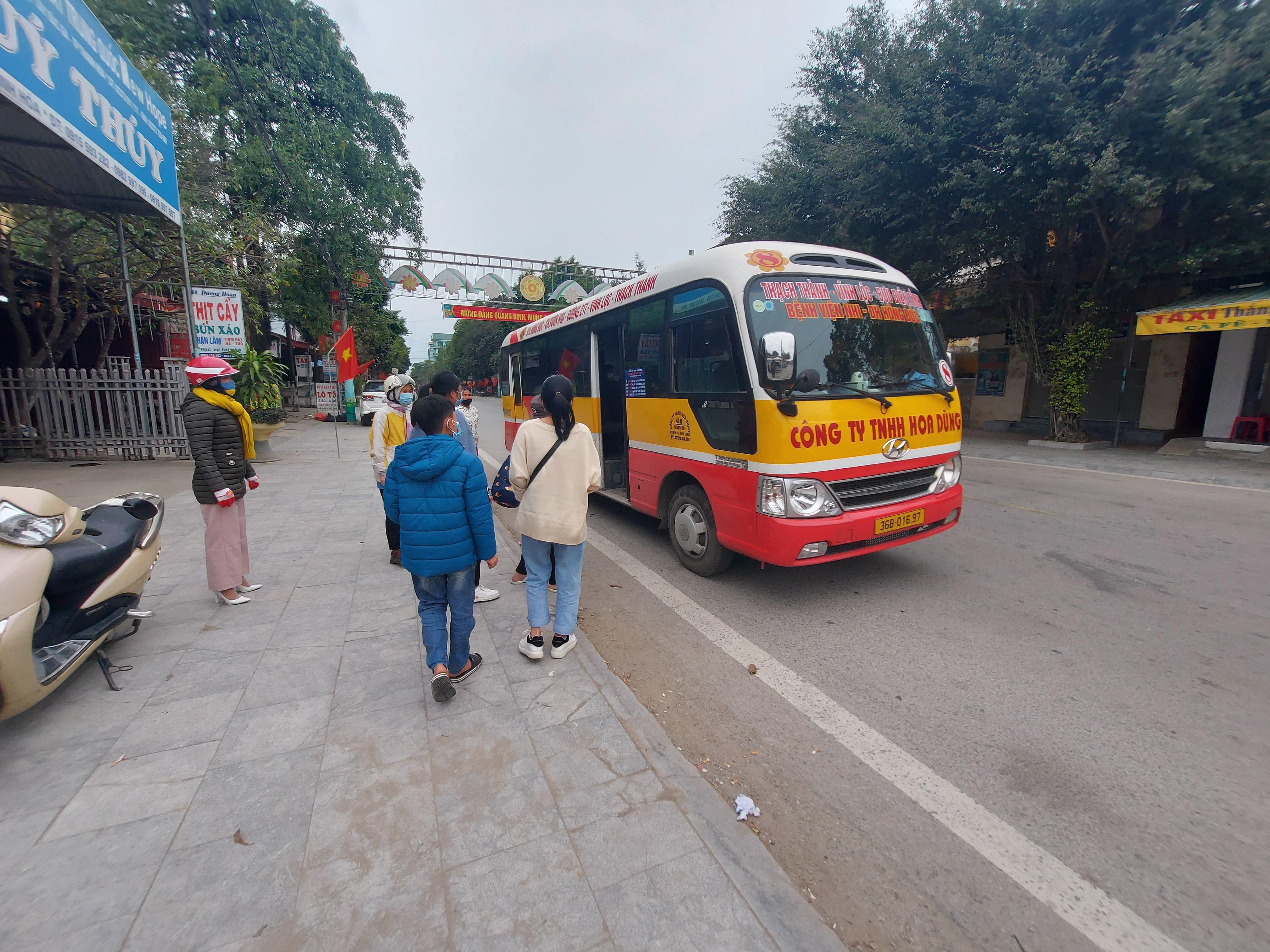Xe buýt Hoa Dũng đón, trả khách tại nơi không có biển báo, vạch kẻ đường Ảnh 2
