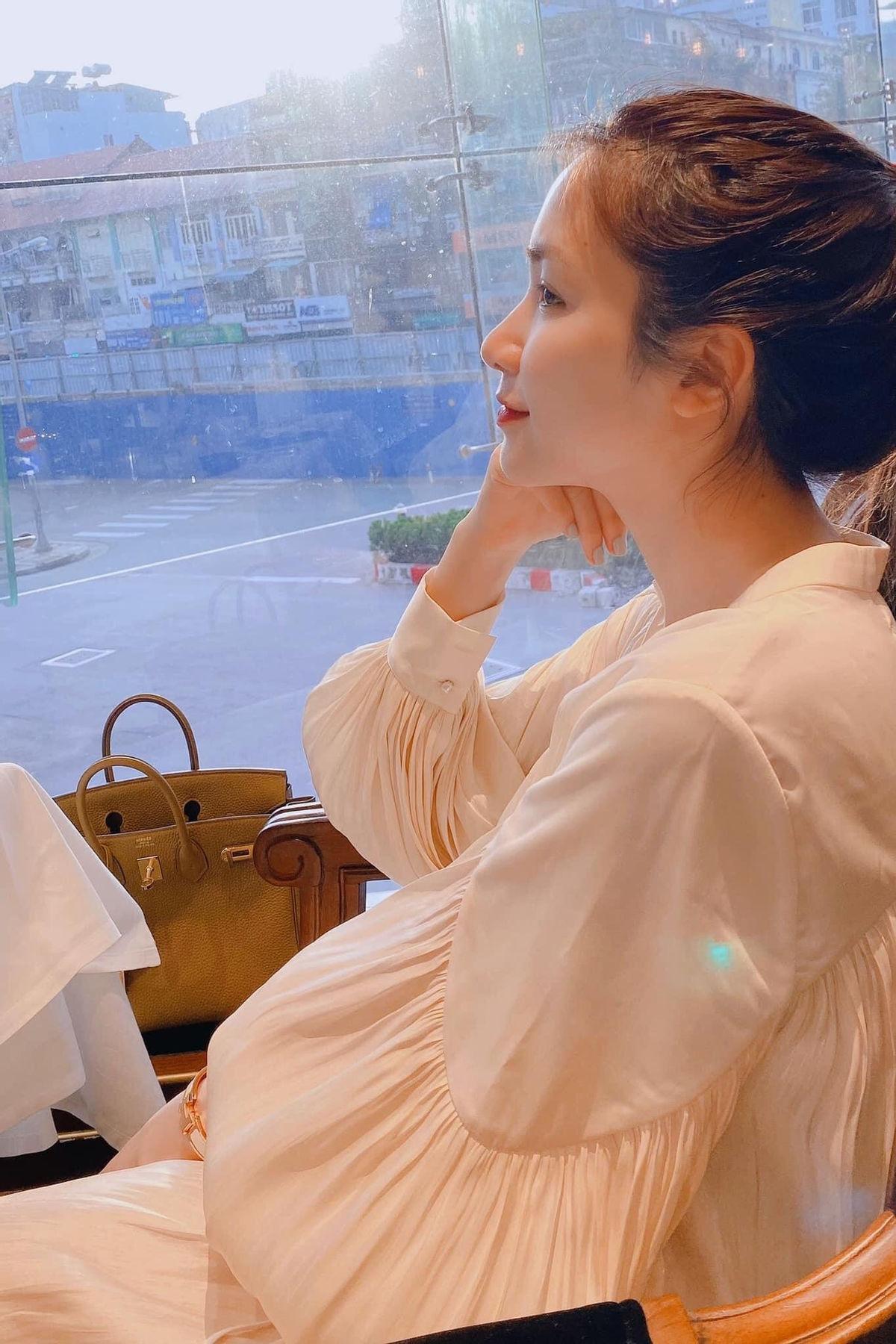 Hòa Minzy gây bất ngờ khi thông báo cho fan tin cực shock Ảnh 15