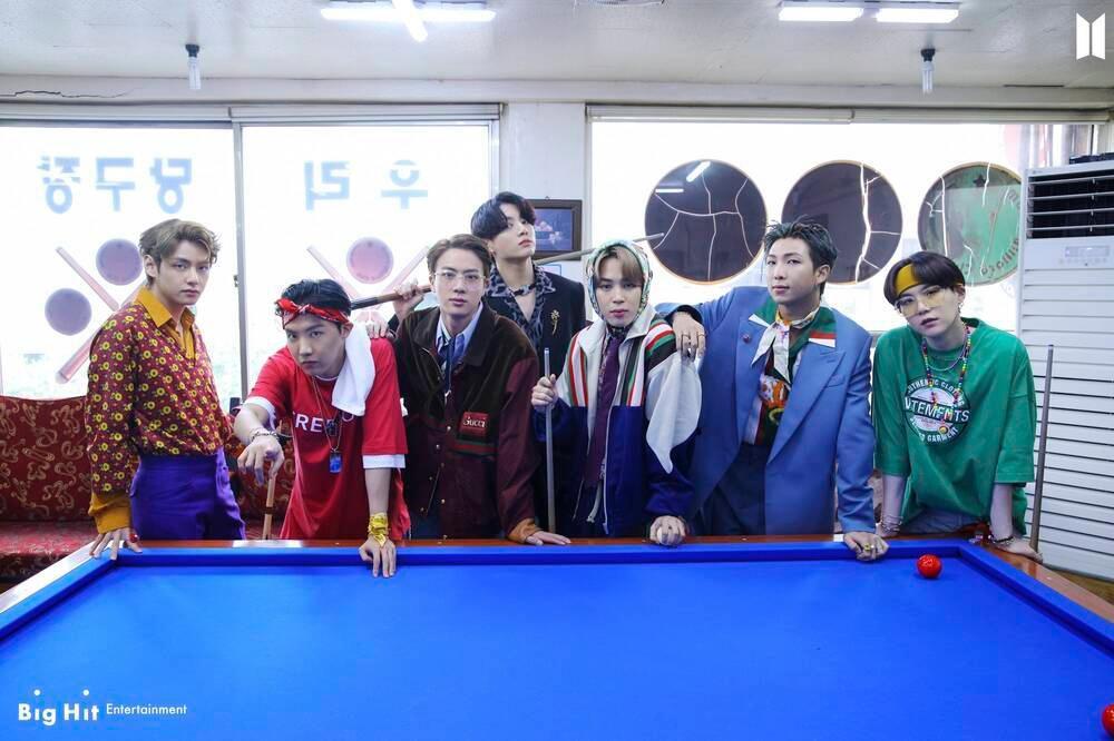 Vừa phát hành phiên bản mới của album 'BE', BTS liền rinh cú đúp thành tích tại Hàn lẫn Nhật Ảnh 1