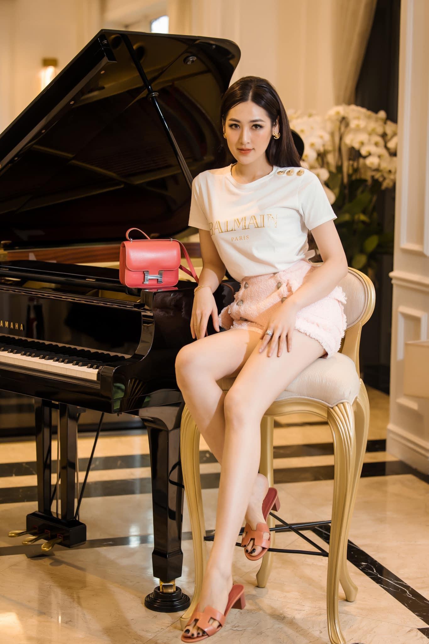Kiều Loan mặc váy xẻ lạ mắt, Mai Phương Thúy khoe dáng 'đồng hồ cát' với váy bó sát Ảnh 13