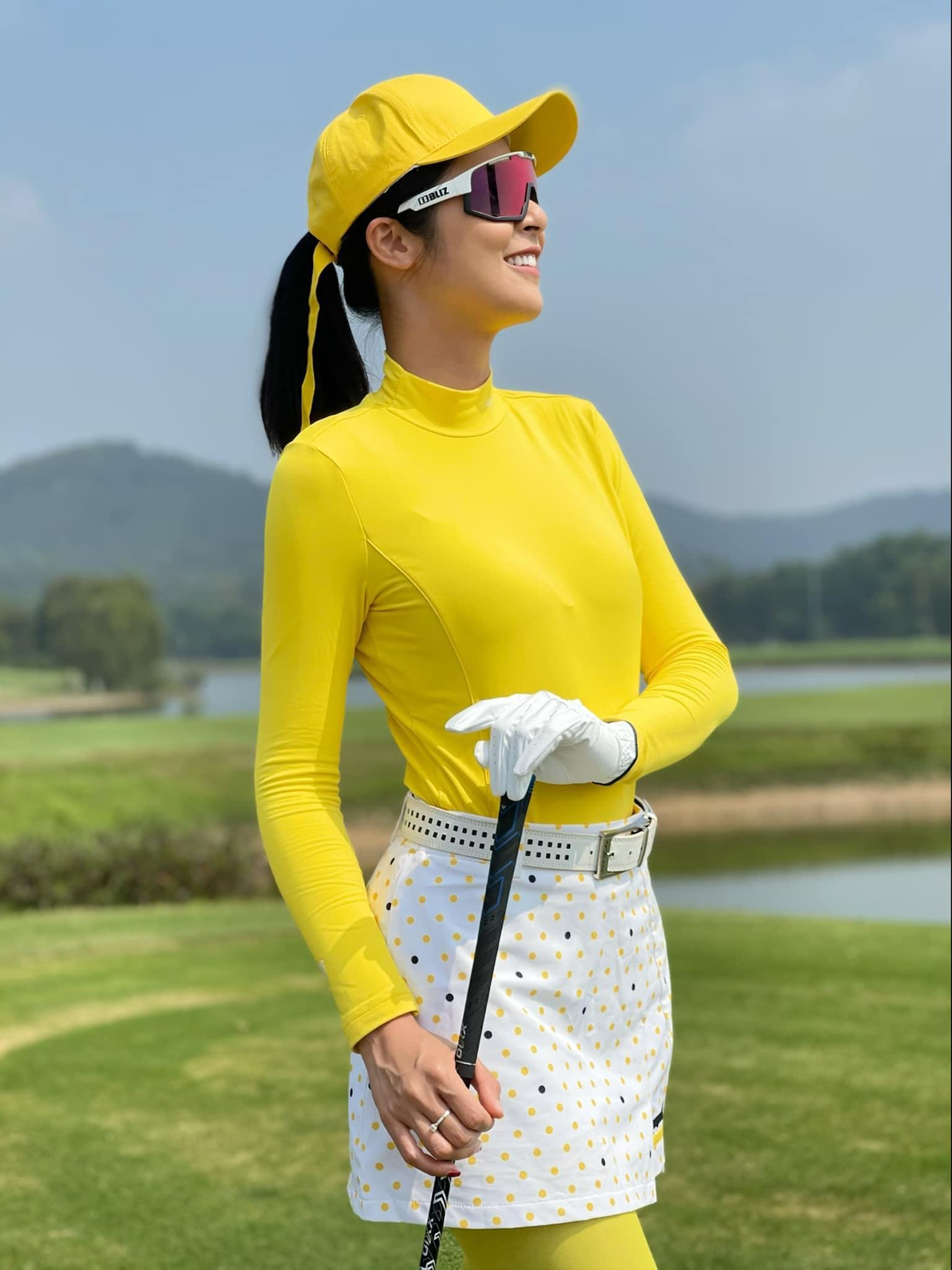 Kiều Loan mặc váy xẻ lạ mắt, Mai Phương Thúy khoe dáng 'đồng hồ cát' với váy bó sát Ảnh 3