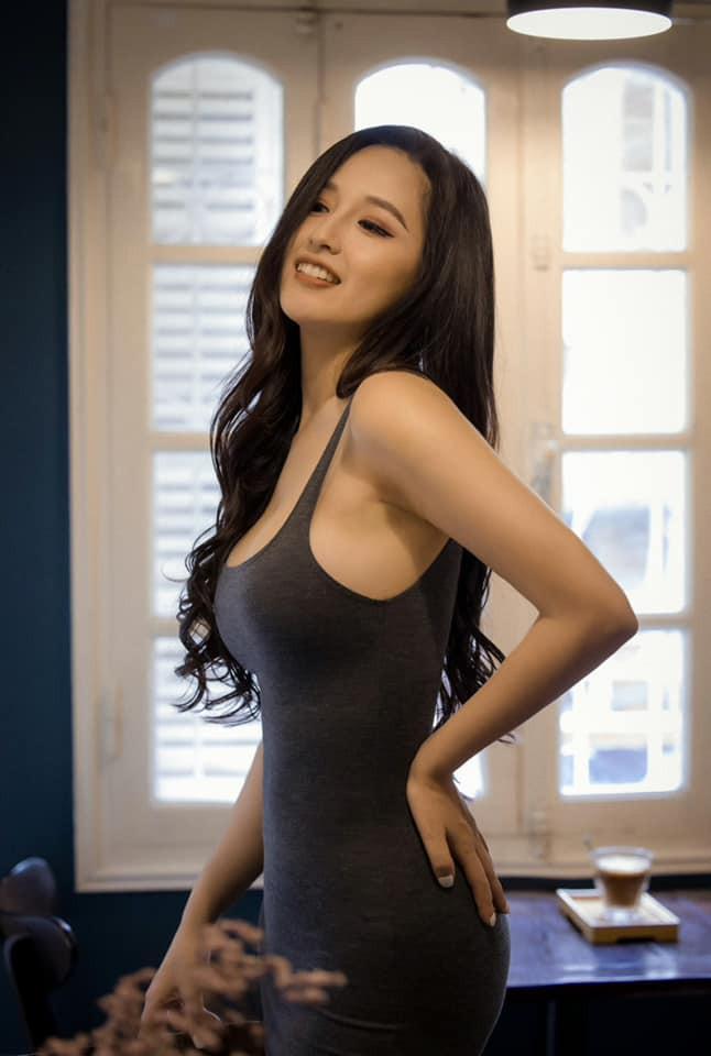 Kiều Loan mặc váy xẻ lạ mắt, Mai Phương Thúy khoe dáng 'đồng hồ cát' với váy bó sát Ảnh 2