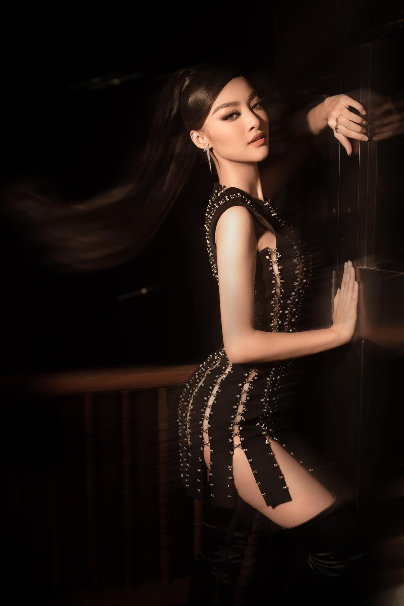 Kiều Loan mặc váy xẻ lạ mắt, Mai Phương Thúy khoe dáng 'đồng hồ cát' với váy bó sát Ảnh 1