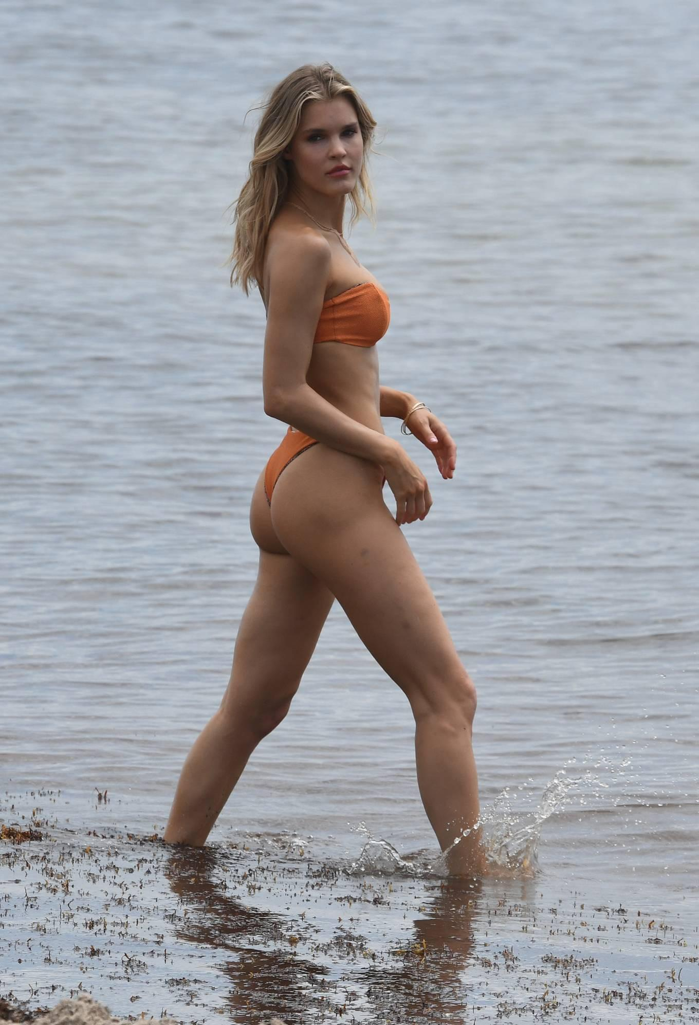 Hậu trường chụp bikini cực nóng bỏng của mẫu 9x Joy Corrigan Ảnh 20