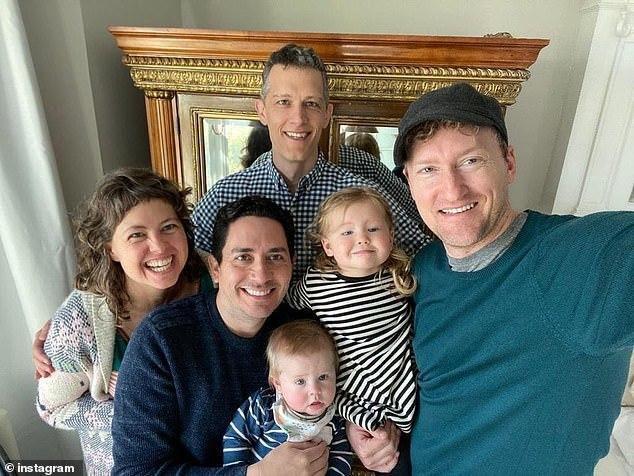 Chuyện lạ có thật về em bé có ba người bố trên giấy khai sinh Ảnh 2