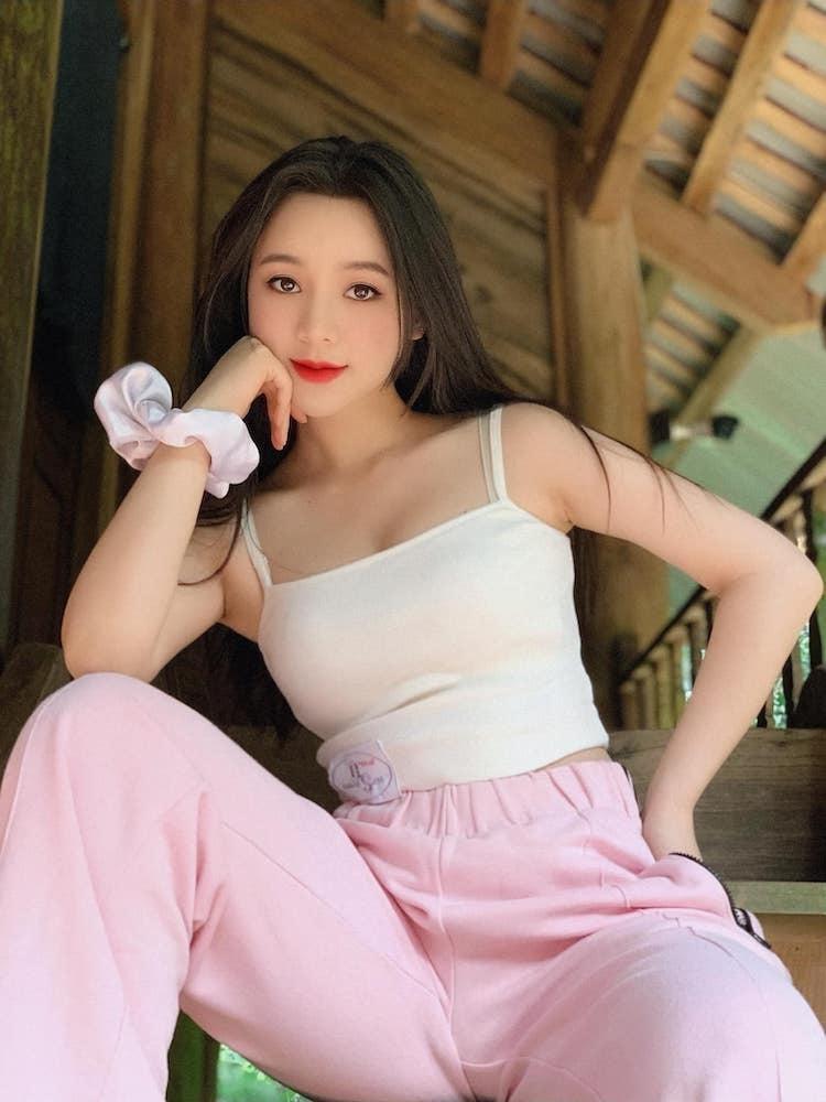 Quỳnh Kool tuổi 26 đẹp trong lành giữa nắng mai Ảnh 3
