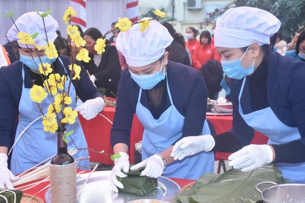 Liên đoàn Lao động thị xã Sơn Tây quan tâm nữ công nhân lao động Ảnh 1
