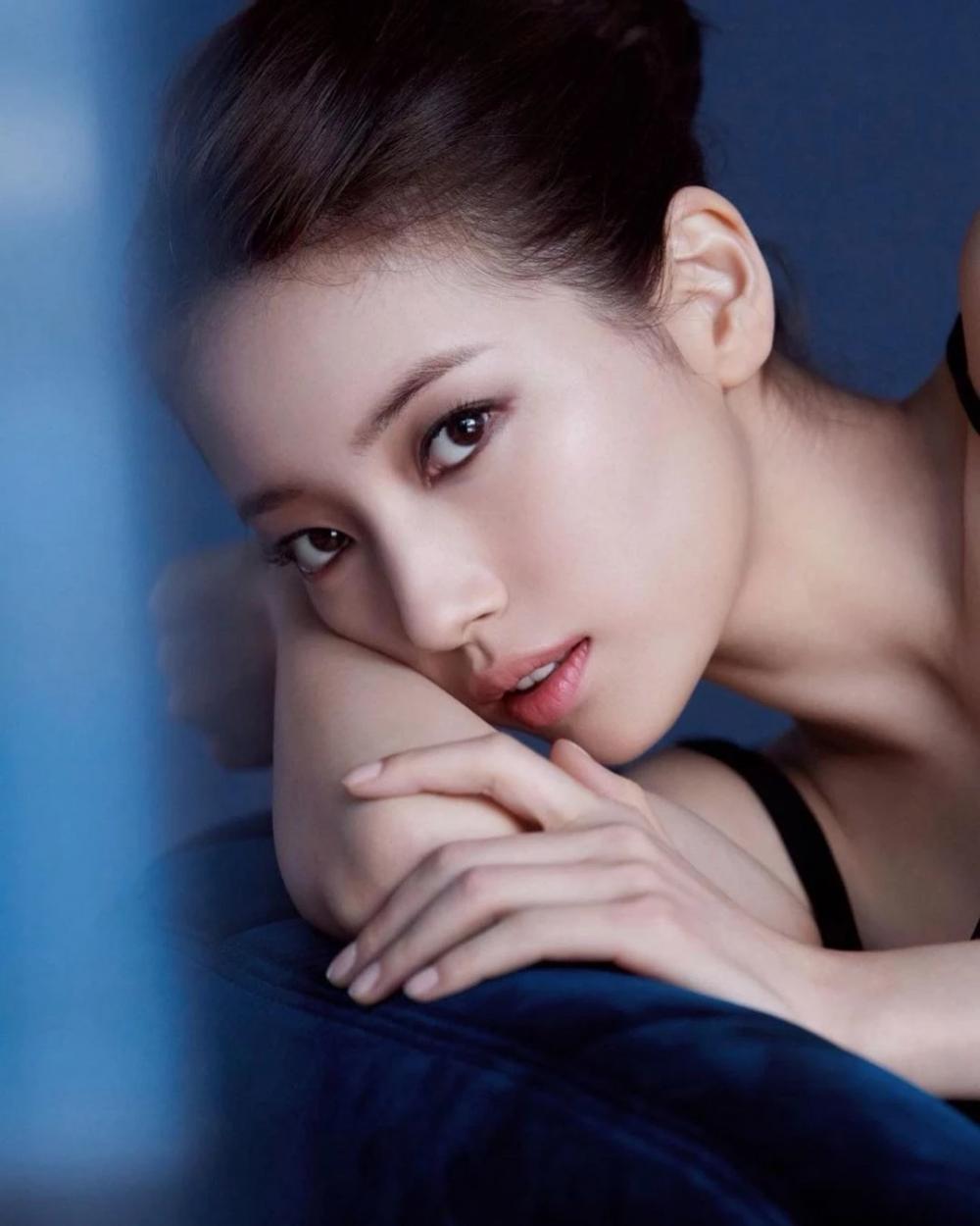 Dân mạng phát sốt vì Suzy lộ hình xăm trong ảnh mới Ảnh 1
