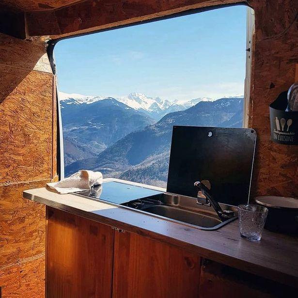 Tình yêu đích thực: 'Từ bỏ cuộc sống đô thị giàu sang để sống cùng người yêu ở vùng núi' Ảnh 4