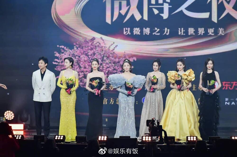 Dương Mịch tránh né Đường Yên còn hơn tránh tà tại Đêm hội Weibo: Tình chị em chỉ còn là tàn tro Ảnh 5