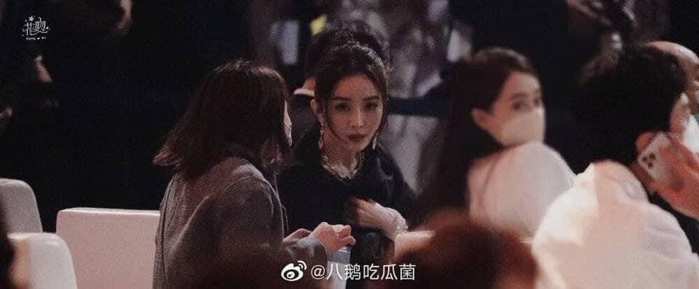 Dương Mịch tránh né Đường Yên còn hơn tránh tà tại Đêm hội Weibo: Tình chị em chỉ còn là tàn tro Ảnh 6