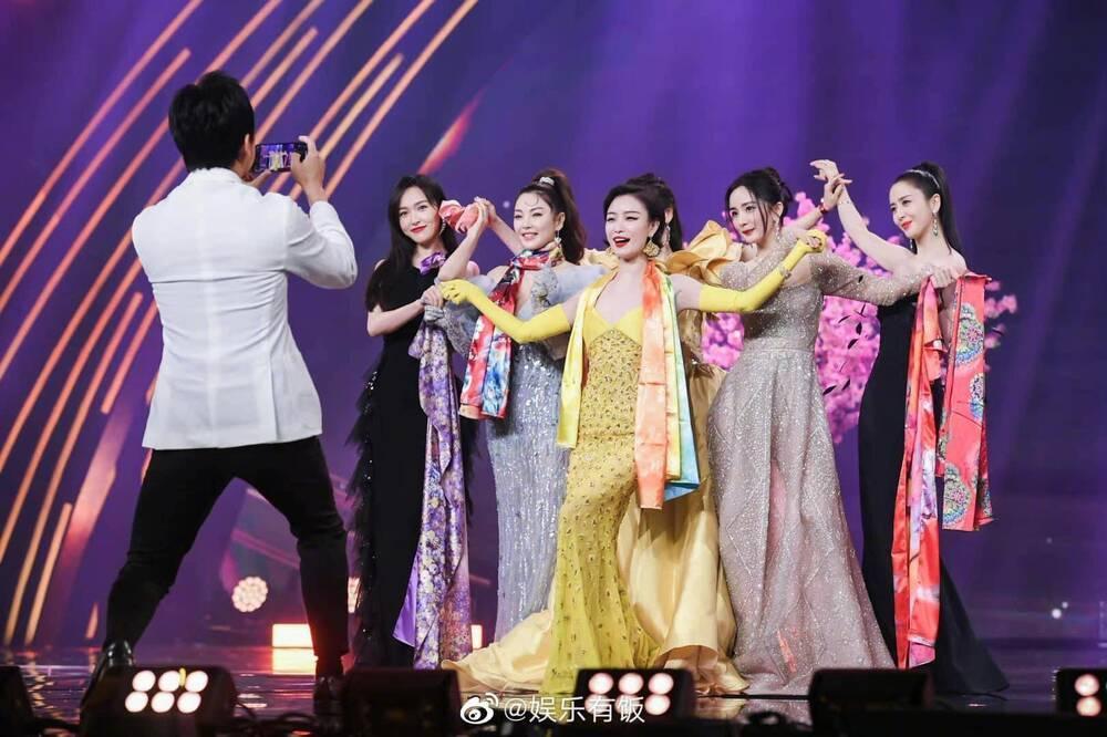 Dương Mịch tránh né Đường Yên còn hơn tránh tà tại Đêm hội Weibo: Tình chị em chỉ còn là tàn tro Ảnh 4