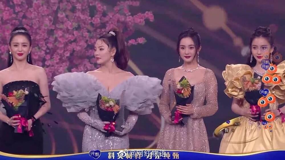 Dương Mịch tránh né Đường Yên còn hơn tránh tà tại Đêm hội Weibo: Tình chị em chỉ còn là tàn tro Ảnh 7