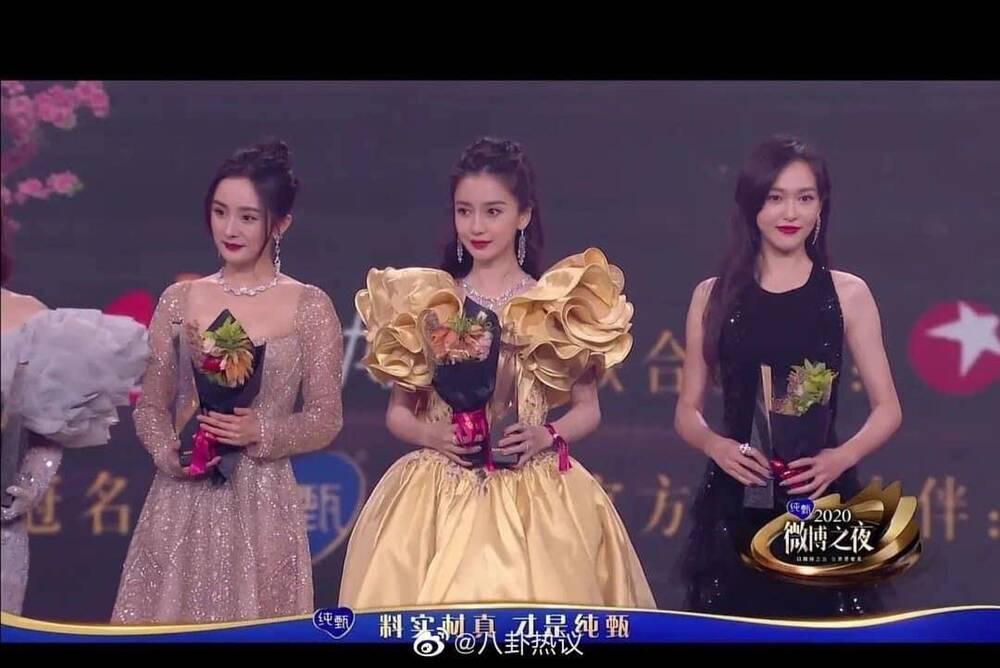 Dương Mịch tránh né Đường Yên còn hơn tránh tà tại Đêm hội Weibo: Tình chị em chỉ còn là tàn tro Ảnh 1