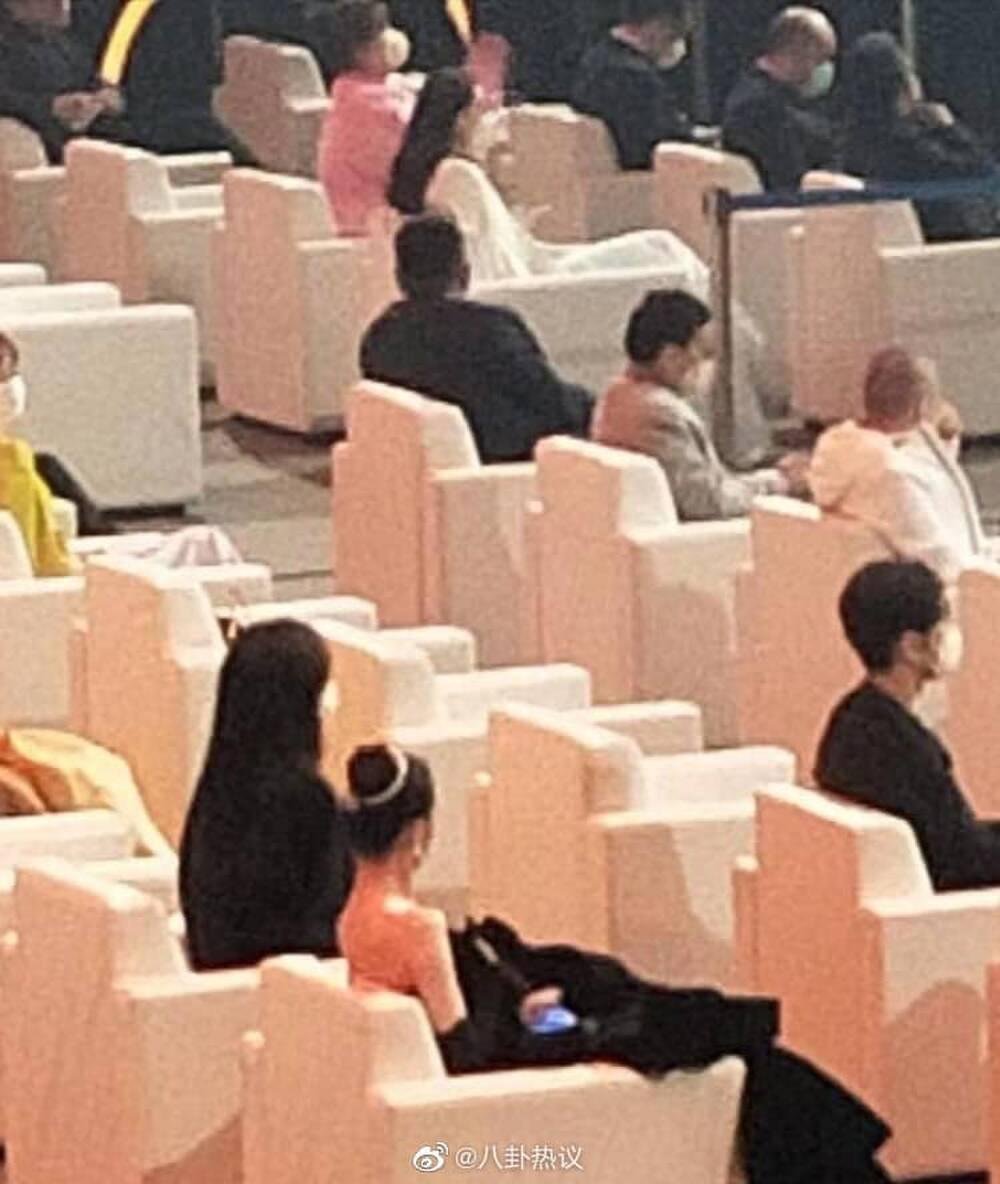 Dương Mịch tránh né Đường Yên còn hơn tránh tà tại Đêm hội Weibo: Tình chị em chỉ còn là tàn tro Ảnh 9