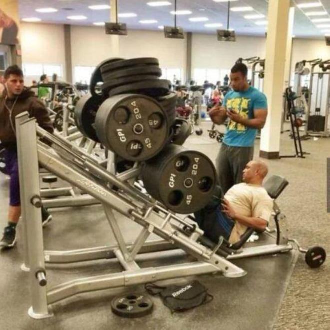 Khi phòng tập gym thành nơi tấu hài, xem xong chỉ muốn lao ngay đến phòng tập để hóng 'drama' Ảnh 8