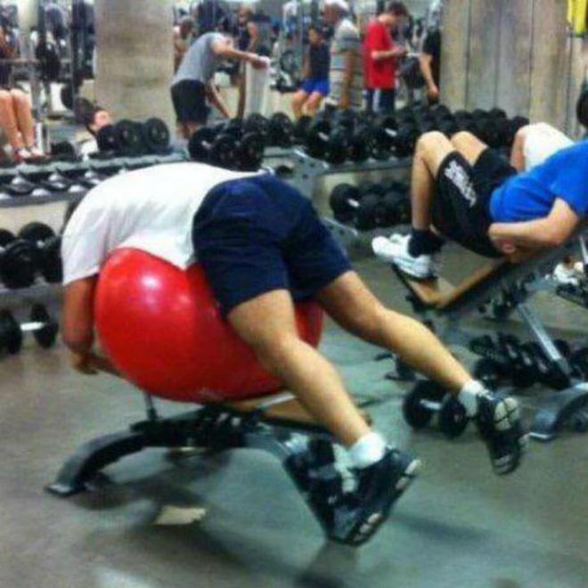 Khi phòng tập gym thành nơi tấu hài, xem xong chỉ muốn lao ngay đến phòng tập để hóng 'drama' Ảnh 23