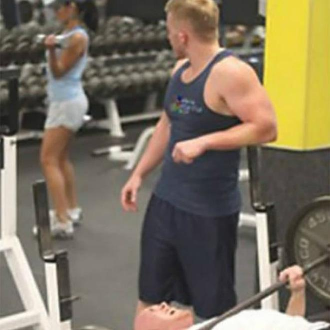 Khi phòng tập gym thành nơi tấu hài, xem xong chỉ muốn lao ngay đến phòng tập để hóng 'drama' Ảnh 21
