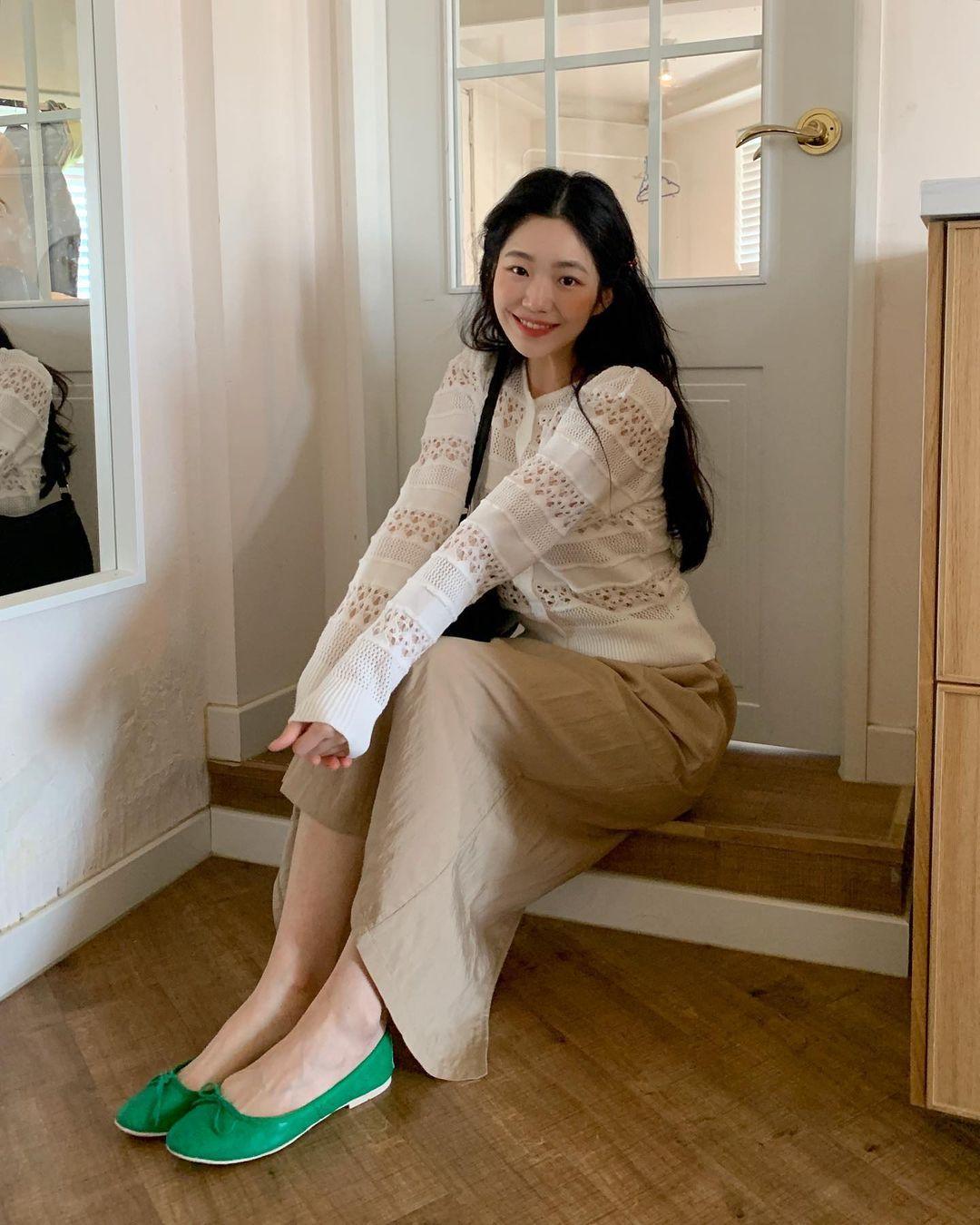 Kiểu giày búp bê hot nhất mùa Xuân: Diện với quần jeans hay váy đều xịn đẹp Ảnh 12