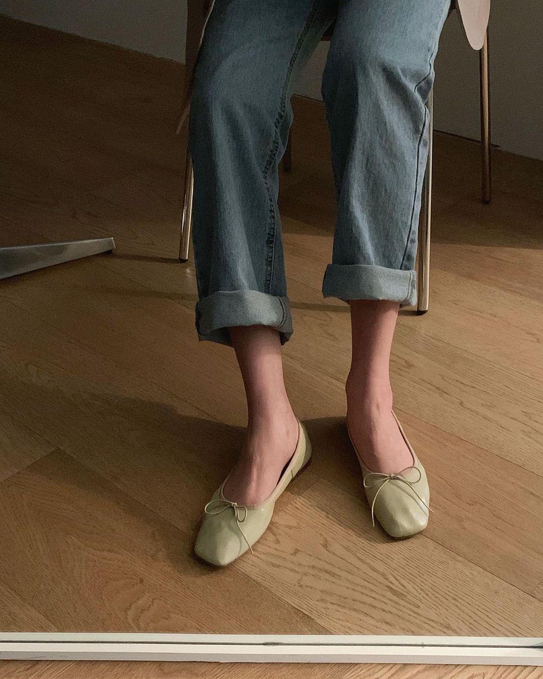 Kiểu giày búp bê hot nhất mùa Xuân: Diện với quần jeans hay váy đều xịn đẹp Ảnh 8