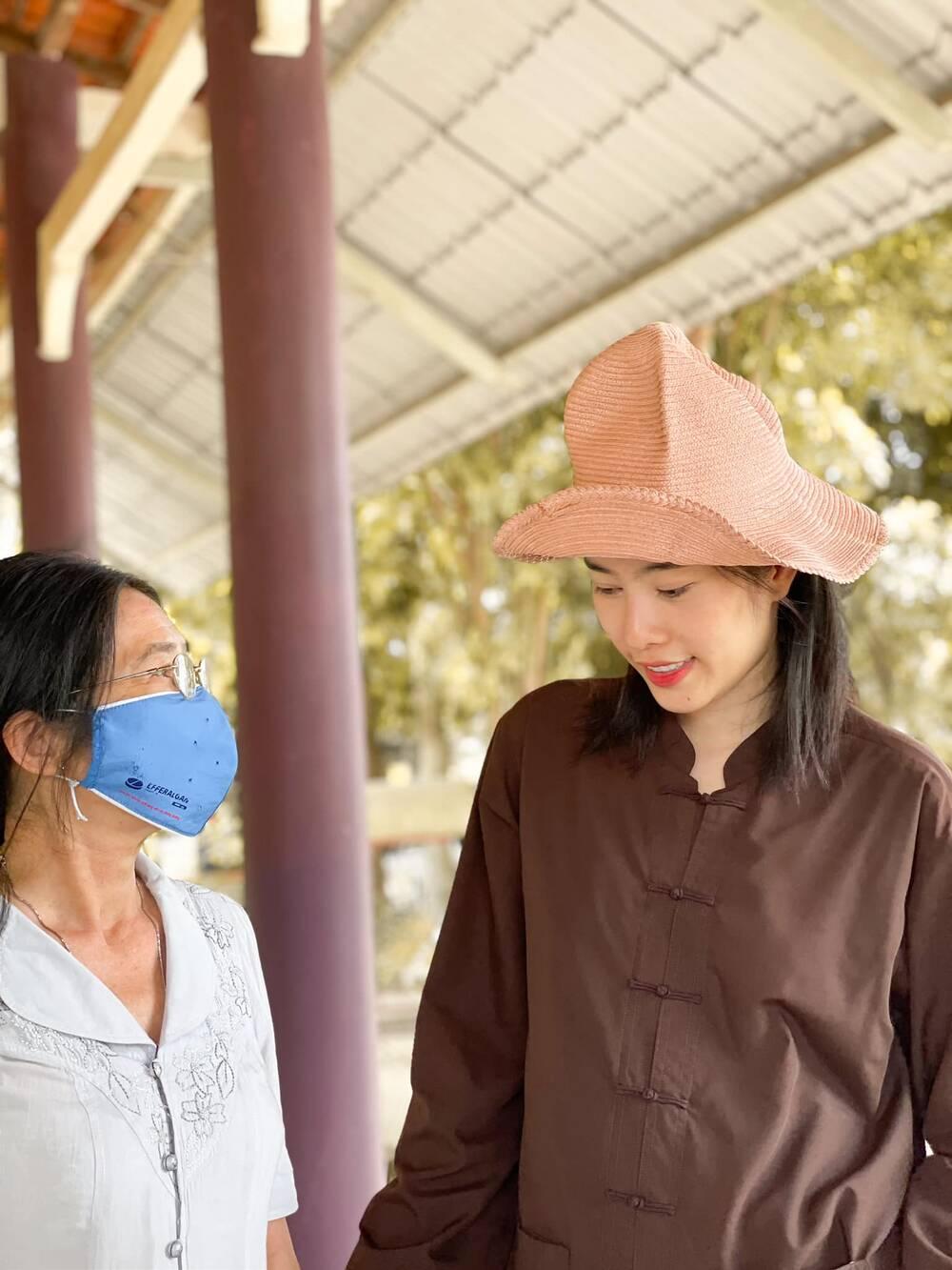 Sau ồn ào chia tay Lãnh Thanh, Nam Em đẹp trong trẻo, mặc giản dị làm từ thiện Ảnh 11