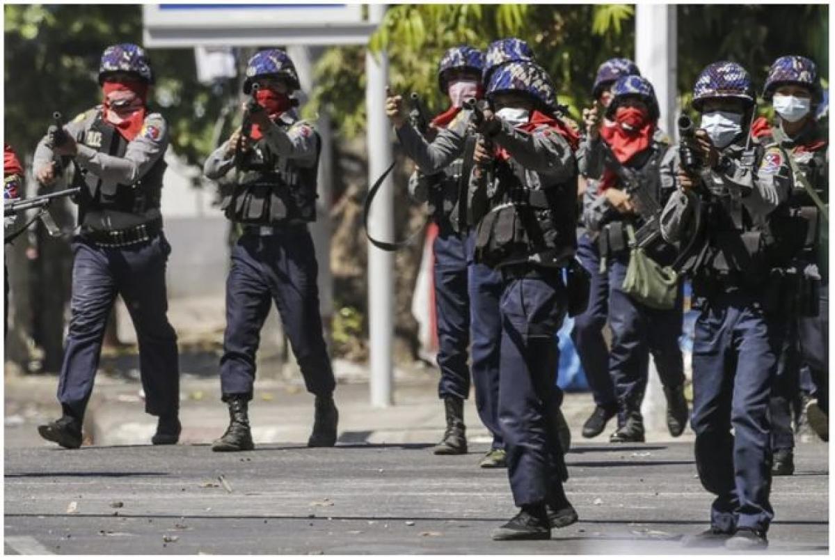 Biểu tình bạo lực tiếp diễn tại Myanmar, ít nhất 9 người thiệt mạng Ảnh 1