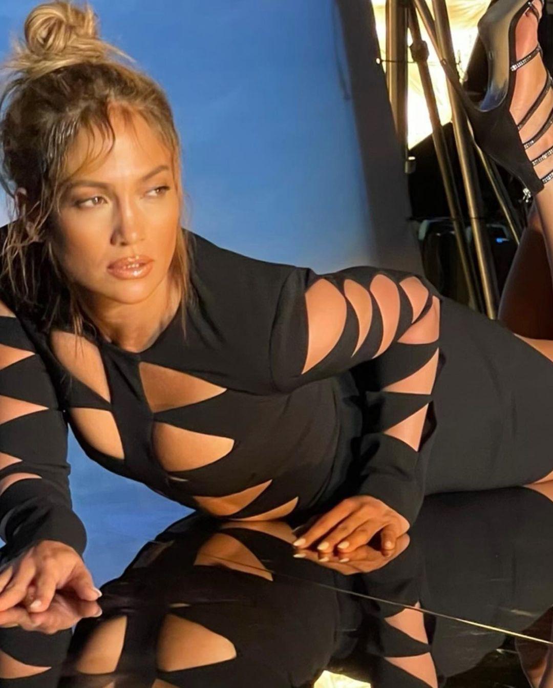 Jennifer Lopez mặn nồng hạnh phúc bên hôn phu kém 6 tuổi Ảnh 10
