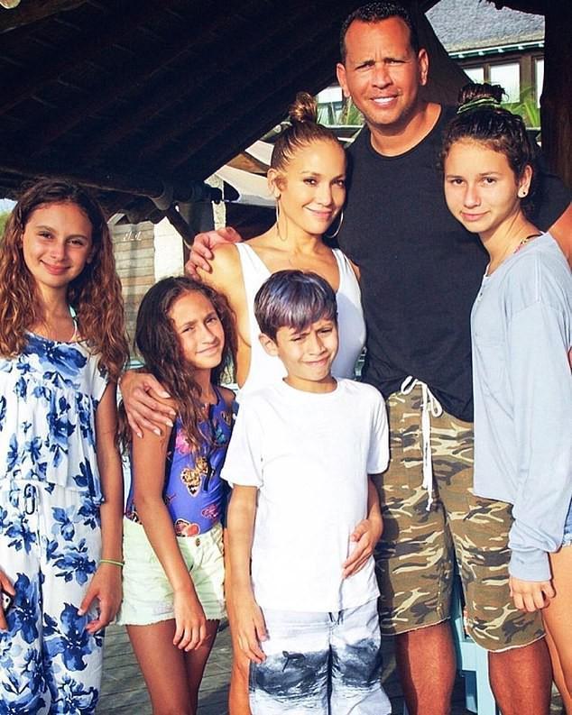 Jennifer Lopez mặn nồng hạnh phúc bên hôn phu kém 6 tuổi Ảnh 6