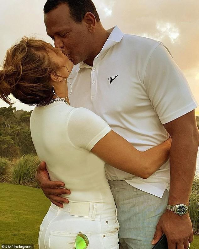 Jennifer Lopez mặn nồng hạnh phúc bên hôn phu kém 6 tuổi Ảnh 2