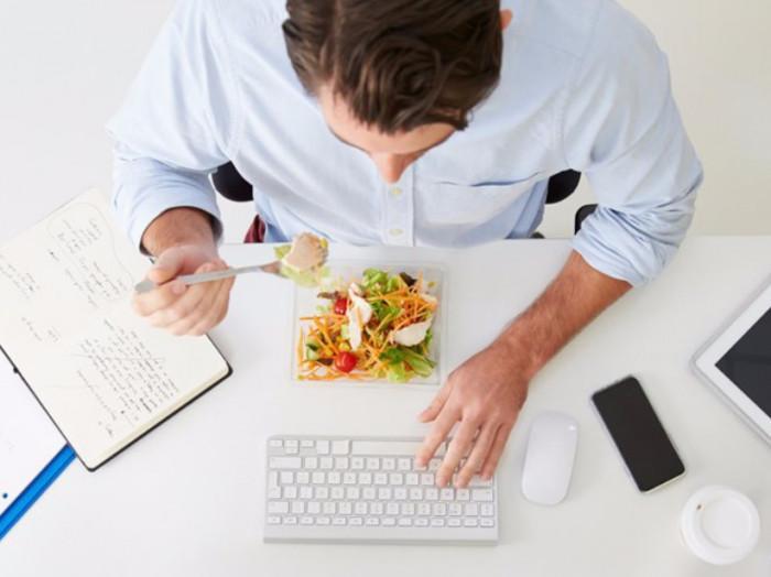 8 thói quen cực gây hại dạ dày bạn thường xuyên mắc phải Ảnh 2