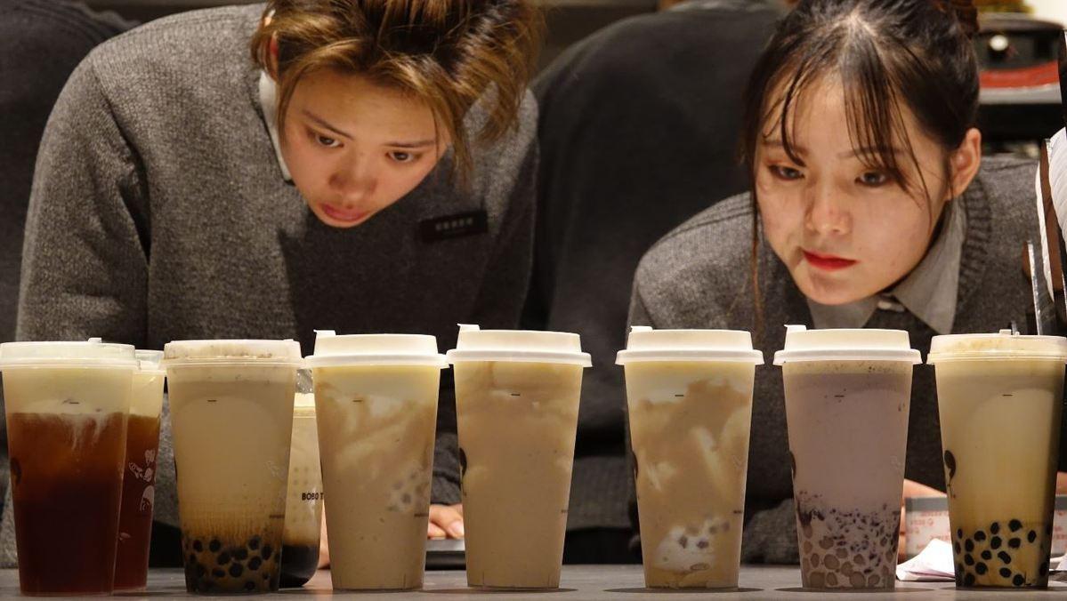 Giới trẻ Trung Quốc không thể sống thiếu trà sữa Ảnh 1