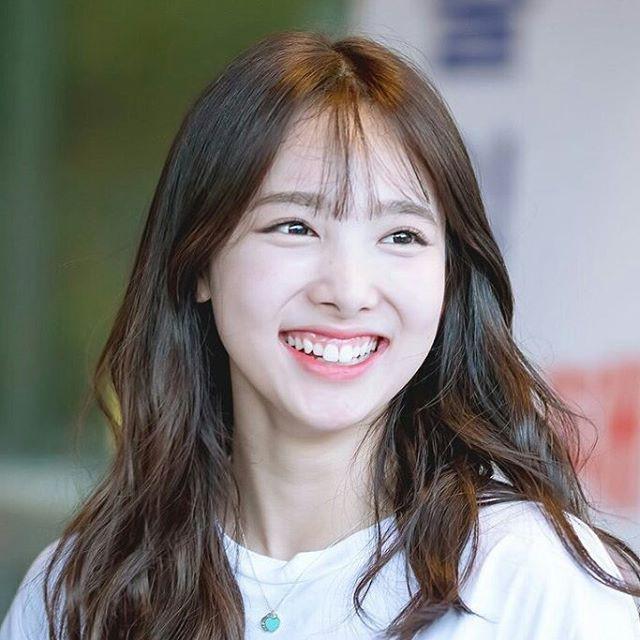 Những cô gái có nụ cười tỏa nắng của K-Pop: Không thể thiếu một thành viên BLACKPINK Ảnh 2