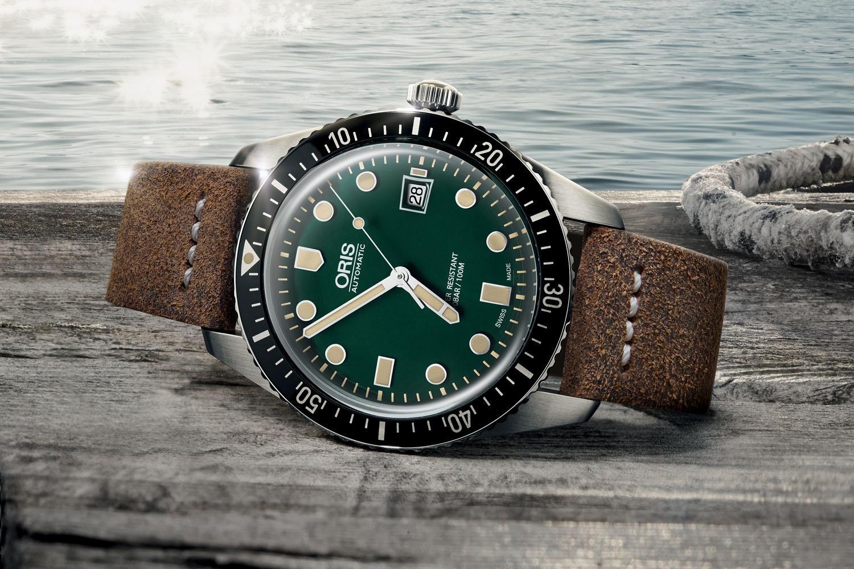 Những mẫu đồng hồ màu xanh độc đáo Ảnh 10