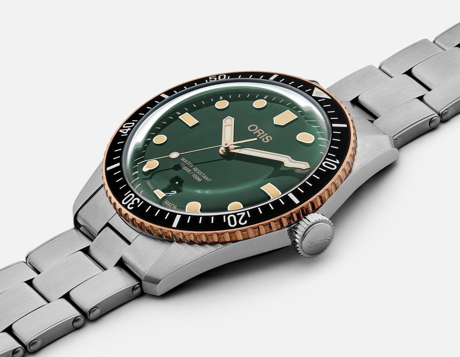 Những mẫu đồng hồ màu xanh độc đáo Ảnh 9