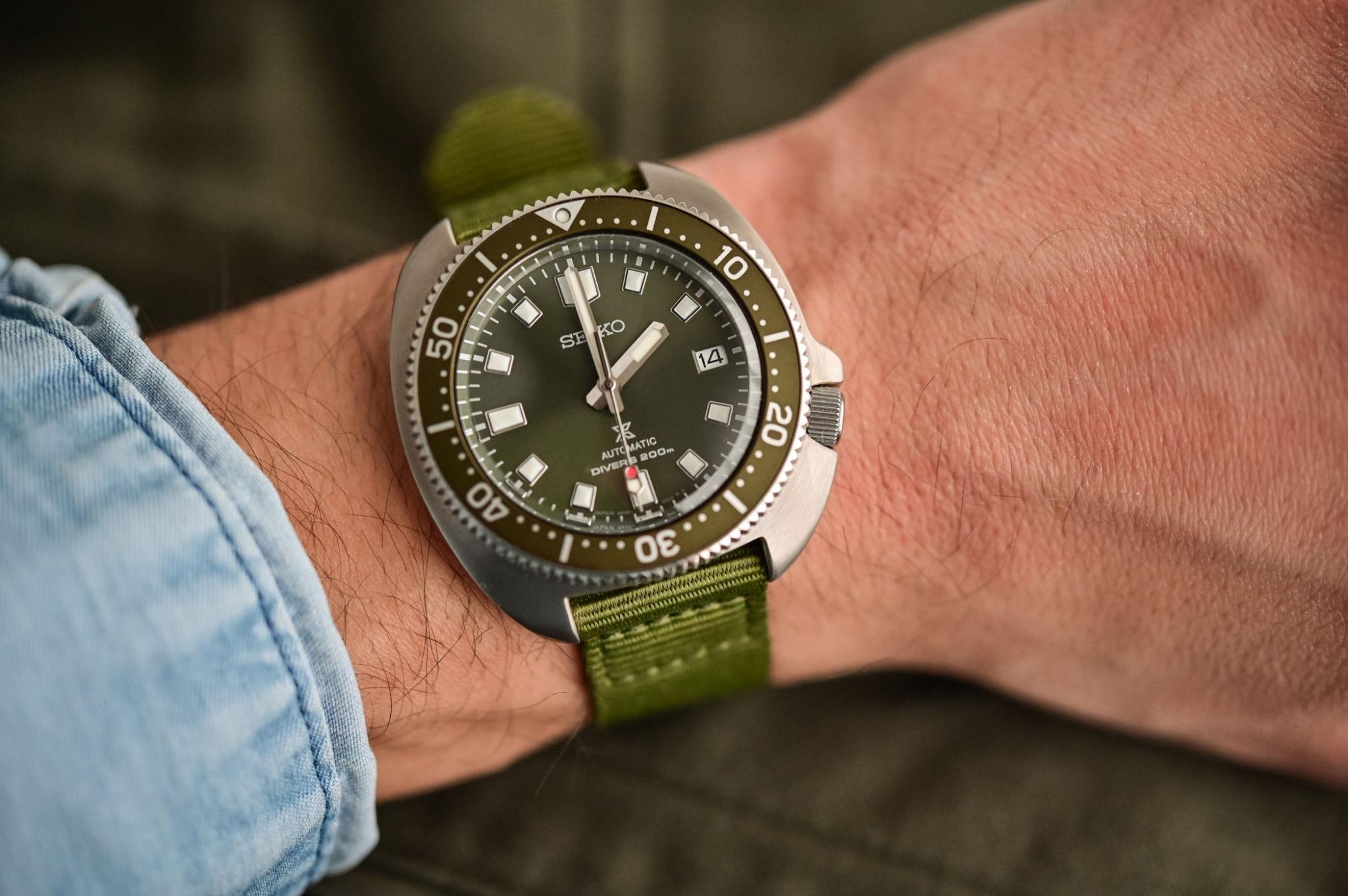 Những mẫu đồng hồ màu xanh độc đáo Ảnh 4
