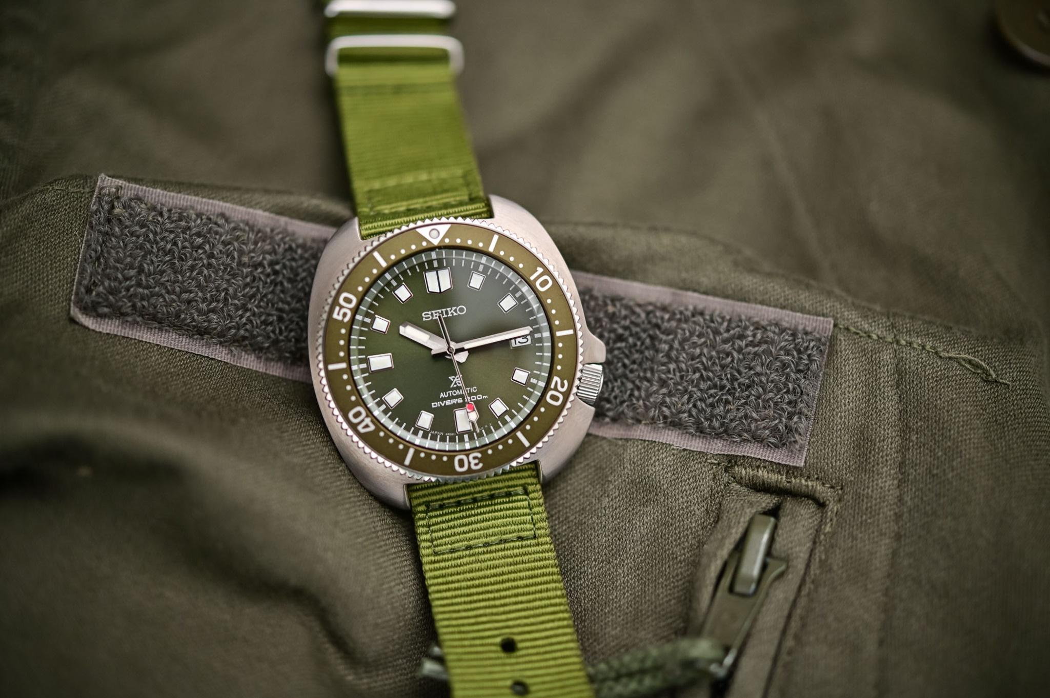 Những mẫu đồng hồ màu xanh độc đáo Ảnh 3