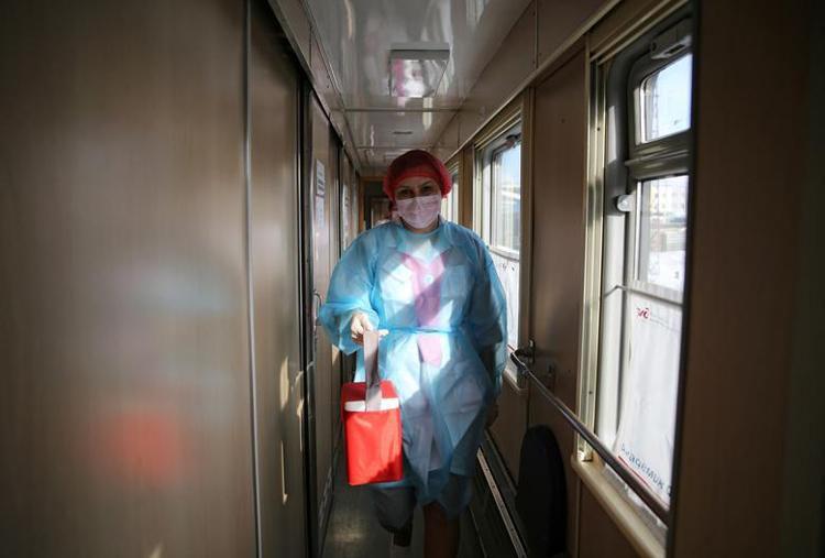 Ghé thăm đoàn tàu tiêm vaccine COVID-19 tại Nga Ảnh 6