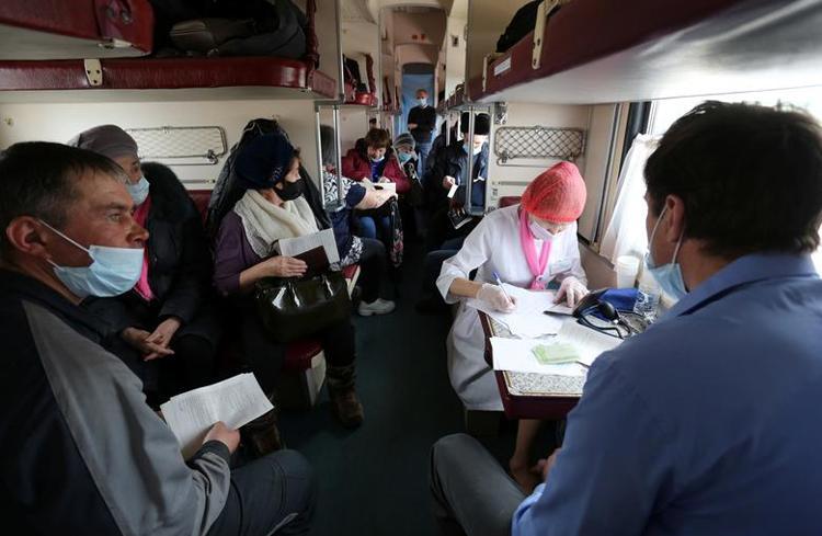 Ghé thăm đoàn tàu tiêm vaccine COVID-19 tại Nga Ảnh 3