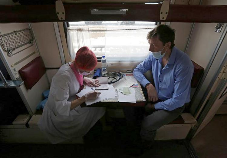 Ghé thăm đoàn tàu tiêm vaccine COVID-19 tại Nga Ảnh 5