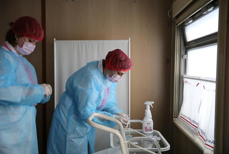 Ghé thăm đoàn tàu tiêm vaccine COVID-19 tại Nga Ảnh 9