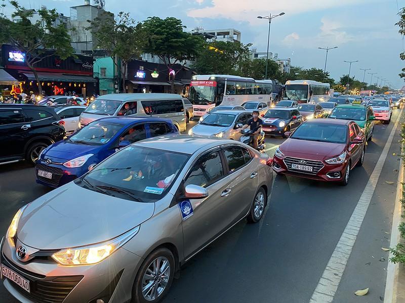 Kẹt xe kinh hoàng ngã tư Phan Văn Trị - Phạm Văn Đồng Ảnh 2