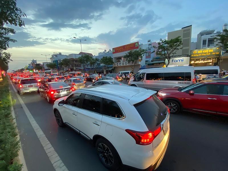 Kẹt xe kinh hoàng ngã tư Phan Văn Trị - Phạm Văn Đồng Ảnh 3