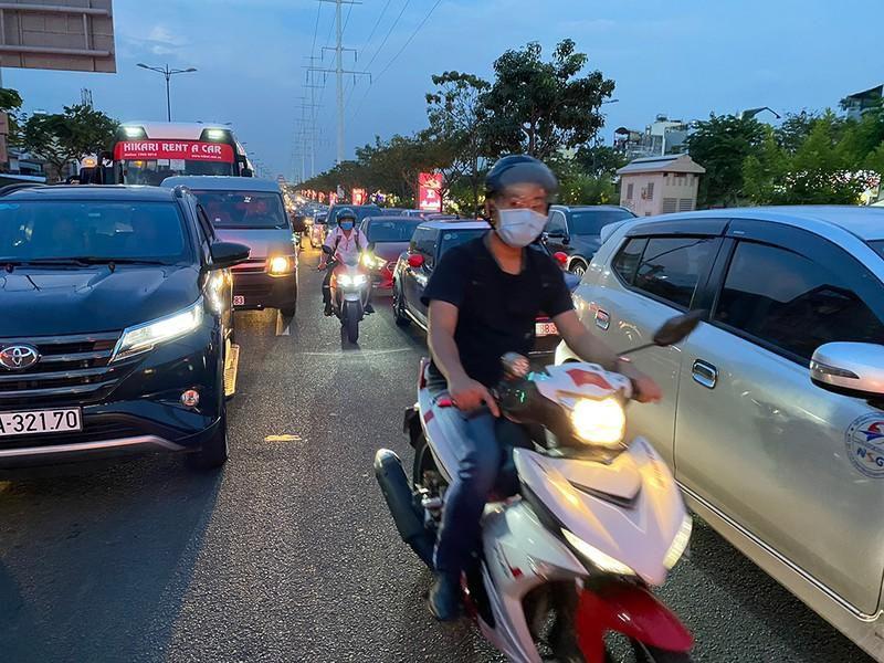 Kẹt xe kinh hoàng ngã tư Phan Văn Trị - Phạm Văn Đồng Ảnh 5